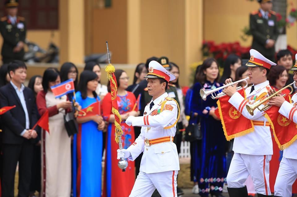 Đội quân nhạc tiến vào ga Đồng Đăng trước lễ đón. Ảnh: ST.