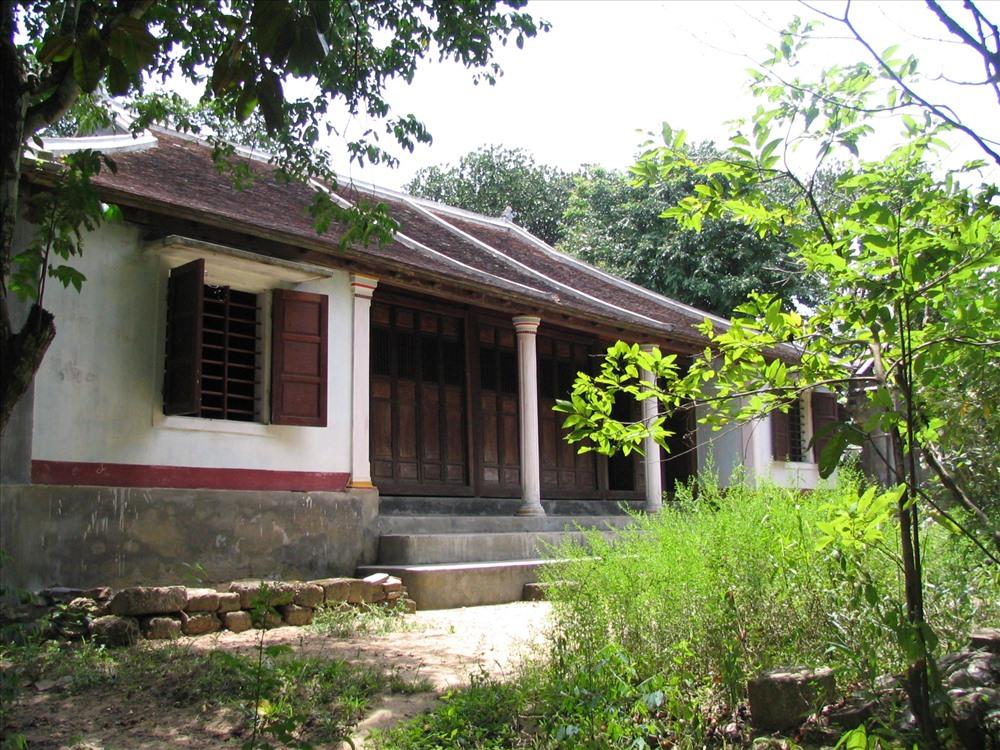 Một ngôi nhà rường Huế gắn với không gian vườn.