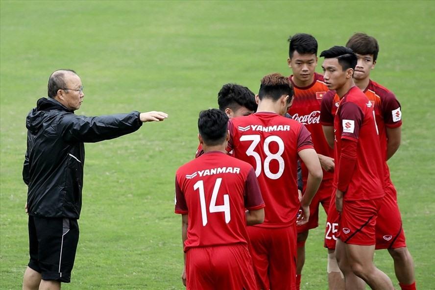 Thầy Park và các học trò hướng tới chiến thắng trong ngày ra quân vòng loại U23 Châu Á.