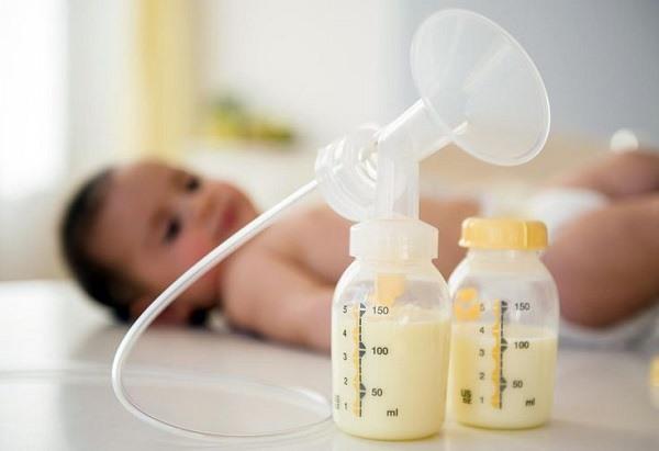 """Sữa mẹ là """"mỹ phẩm"""" dưỡng da tự nhiên an toàn và hiệu quả."""