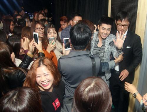 Dù có bận rộn với công việc nhưng Noo Phước Thịnh vẫn luôn cố gắng dành sự quan tâm đến fan của mình.