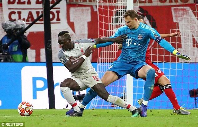 Một pha tranh chấp của Mane (trái) trong trận gặp Bayern Munich mới đây. Ảnh: Reuters.