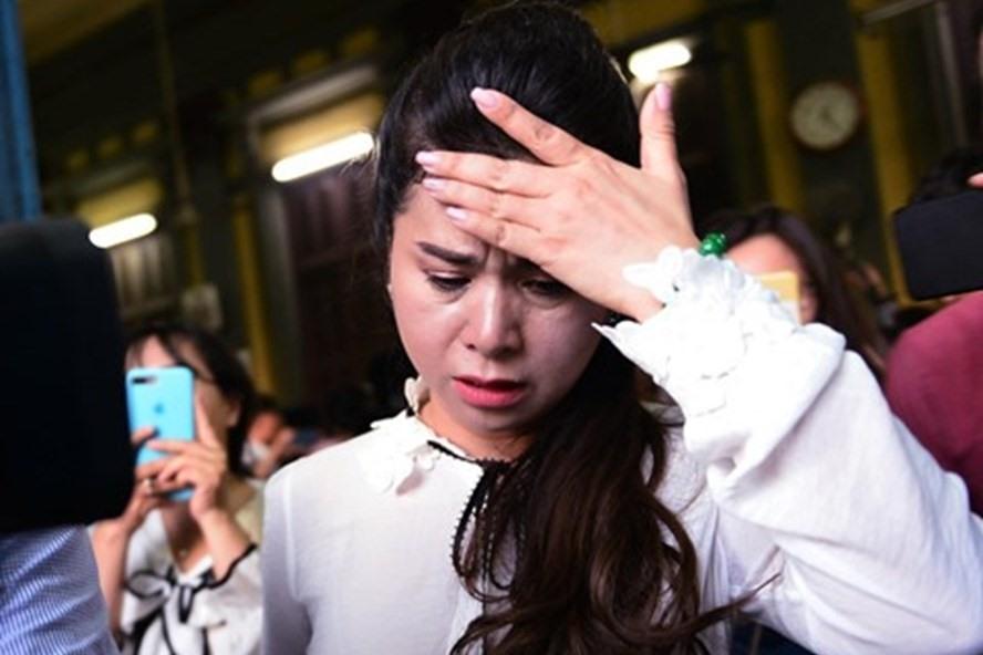 Bà Lê Hoàng Diệp Thảo bật khóc tại tòa. Ảnh: Zing.vn