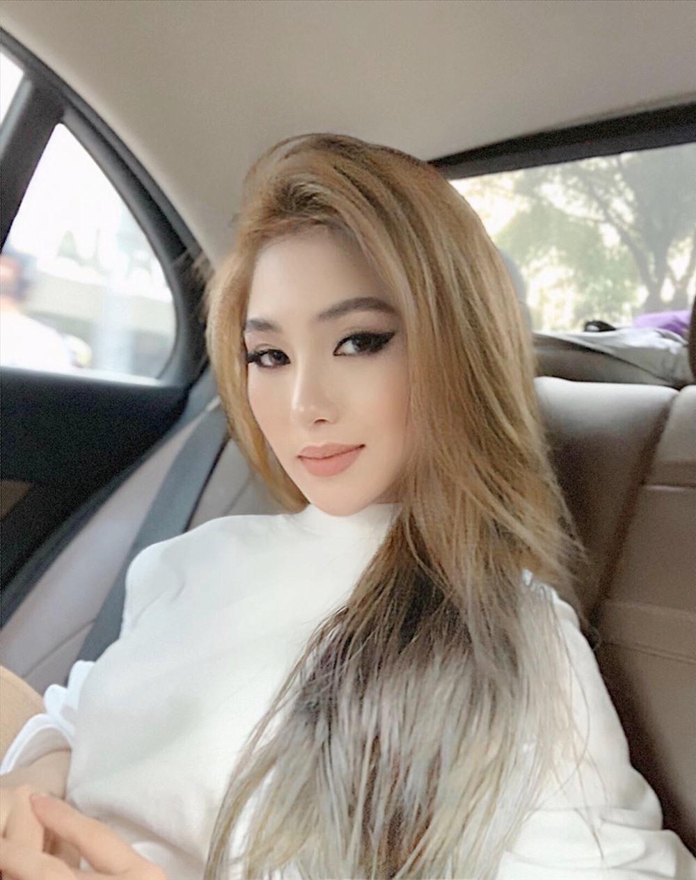 Trước đó, nữ ca sĩ gây bất ngờ khi quyết định đổi sang màu tóc bạch kim.