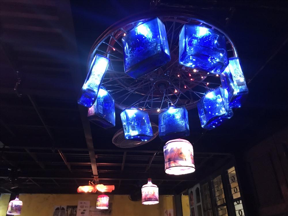 Hiện nay quán cà phê của anh trở thành quán sử dụng vật liệu tái chế lớn nhất ở ở Hà Nội.
