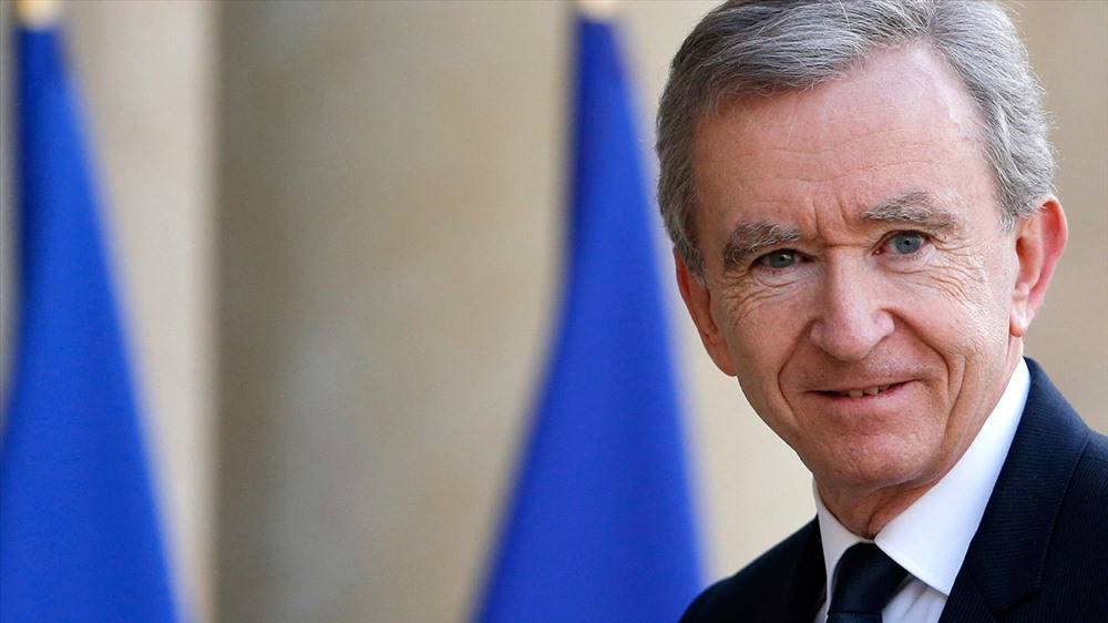 3. Bernard Arnault (69 tuổi, tại Paris, Pháp), là Chủ tịch và CEO của LVMH Moet Hennessy Louis Vuitton (chuyên kinh doanh hàng xa xỉ hàng đầu thế giới). Bernard Arnault đang sở hữu 83 tỉ USD, tăng so với mức 72 tỉ USD năm ngoái. Ảnh: Vanity Fair