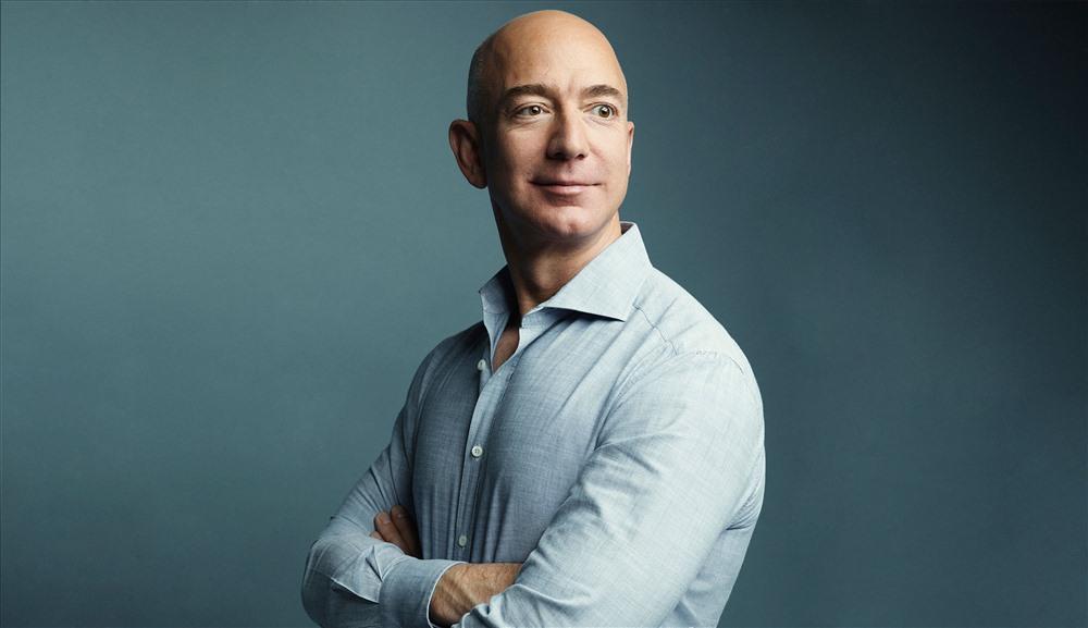1.Jeff Bezos (55 tuổi, tại Seattle, Washington, Mỹ), là CEO của trang thương mại điện tử lớn nhất thế giới Amazon. Ông đang sở hữu tài sản trị giá 139,9 tỉ USD, tăng mạnh so với mức 112 tỉ USD năm ngoái. Ảnh: Wesley Mann/Fortune