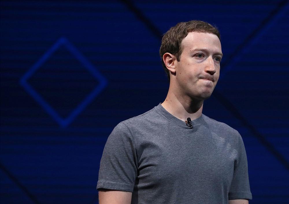 Mark Zuckerberg (34 tuổi, tại Palo Alto, California, Mỹ), là đồng sáng lập và hiện là Chủ tịch và CEO của Facebook. Tài sản của Mark Zuckerberg đang là 62,3 tỷ USD, giảm mạnh so với 71 tỷ USD năm ngoái