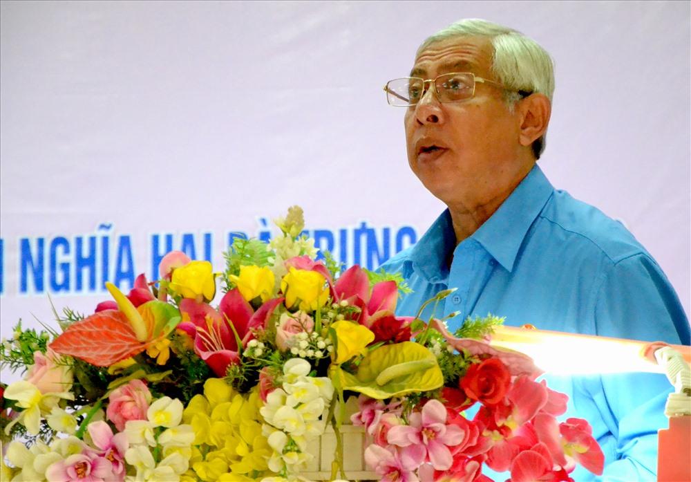 Chủ tịch LĐLĐ An Giang Nguyễn Thiện Phú phát biểu chúc mừng và tôn vinh chị em phụ nữ. Ảnh: Lục Tùng