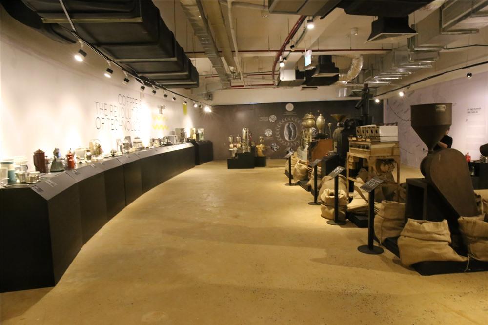 Bên trong bảo tàng hiện trưng bày khoảng 10.000 hiện vật quý hiếm.