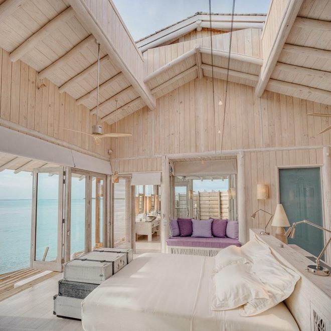 Các biệt thự của khu nghỉ dưỡng Soneva Jani được trang bị cửa di động, giúp du khách có thể chiêm ngưỡng phong cảnh đẹp bất cứ thời gian nào trong ngày.