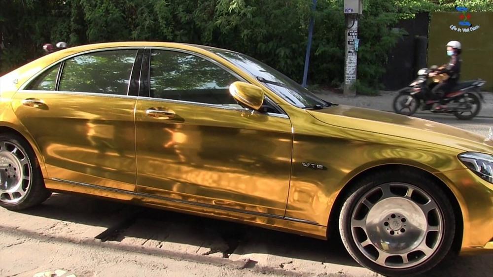 Chiếc ô tô được mạ vàng