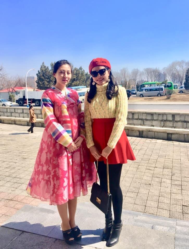 Một thiếu nữ Triều Tiên với bộ váy sặc sỡ