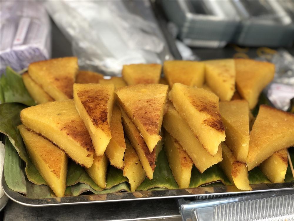 Đến lễ hội, du khách choáng ngợp trước hàng trăm loại bánh