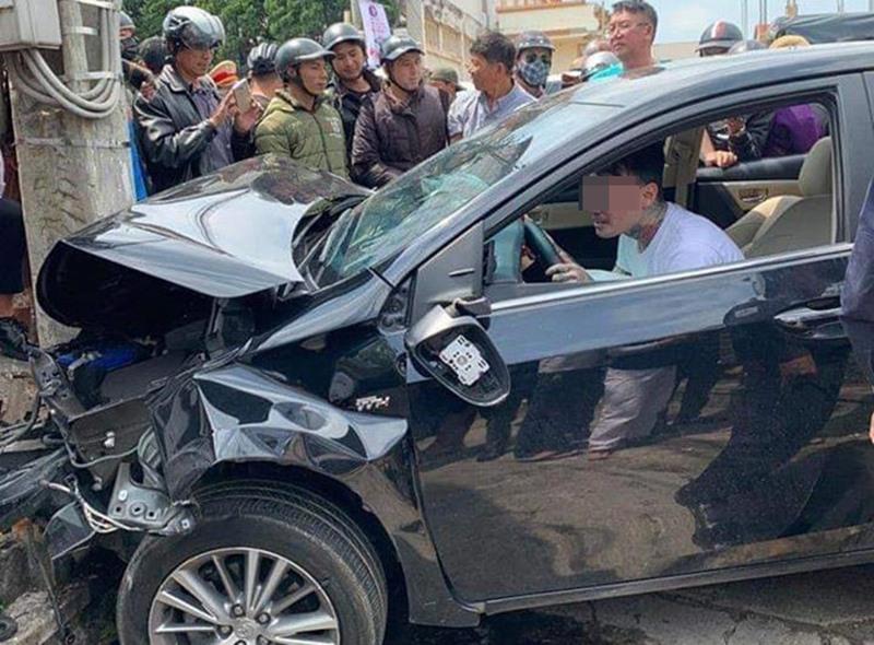 Thanh niên có biểu hiện ngáo đá sau khi gây tai nạn ở Lâm Đồng. Ảnh: Minh Lộc.