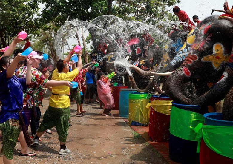 """Tết té nước Songkran của người Thái Lan được mệnh danh là """"đại chiến súng nước lớn nhất thế giới""""."""