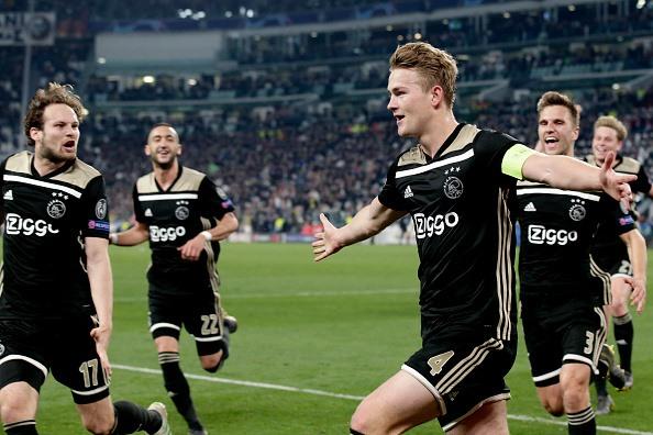 Bàn thắng của de Ligt đưa Ajax vào bán kết sau 2 thập kỷ chờ đợi (Ảnh: Getty)