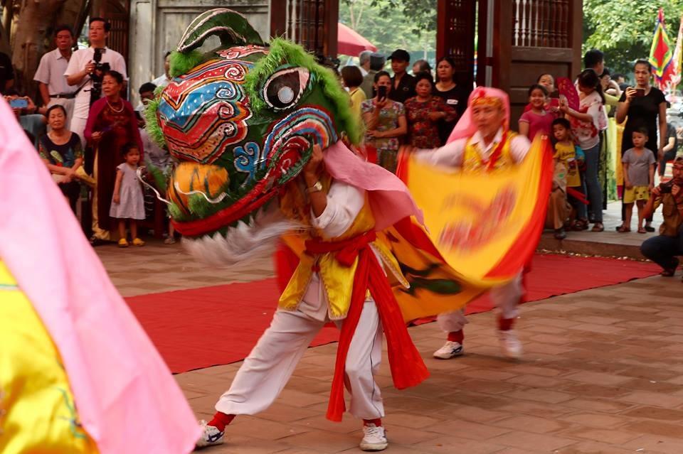 Theo ông Phạm Gia Ngọc, phó trưởng ban tổ chức cho biết lễ hội Đền - Đình Kim Liên đã là ngàn xưa. Lễ hội năm nay vẫn giữ được nghi lễ dâng hương truyền thống còn đổi mới về hình thức tổ chức, phần hội tăng lên.