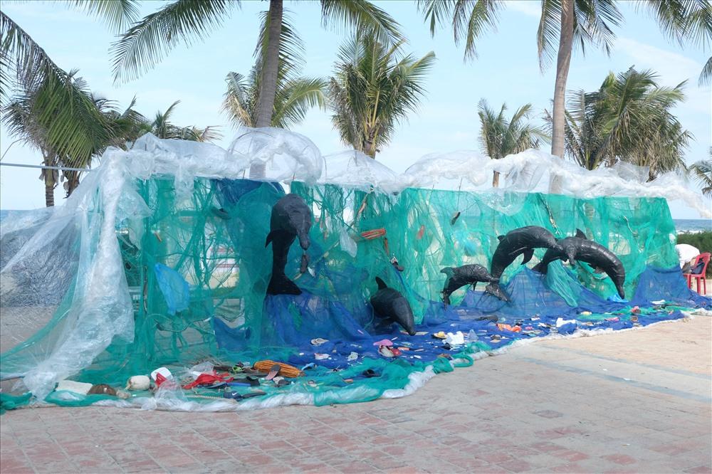 Các thông điệp về bảo vệ môi trường du lịch, cộng đồng chung tay chống rác thải nhựa.