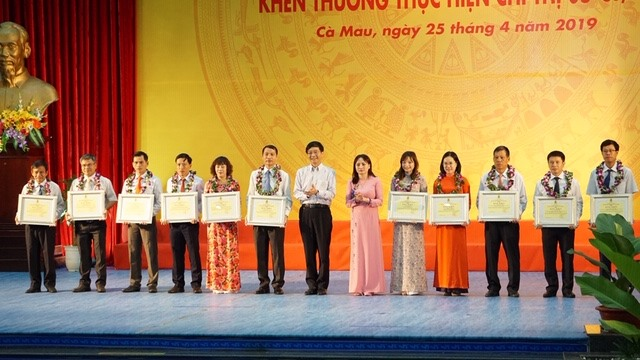 """Tuyên dương các cá nhân tiêu biểu trong thực hiện Chỉ thị 05 của Bộ Chính trị về """"Tiếp tục đẩy mạnh học tập và làm theo tư tưởng, đạo đức, phong cách Hồ Chí Minh"""""""