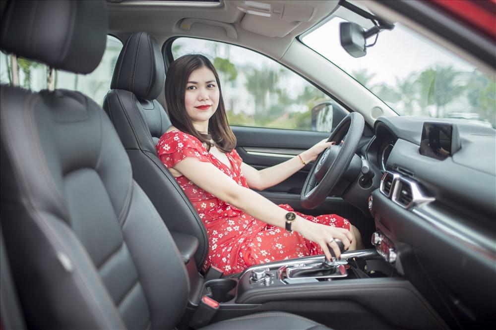 Chị Trang (32 tuổi - Hà Tĩnh)  đang sở hữu Mazda CX-5 màu đỏ cao cấp