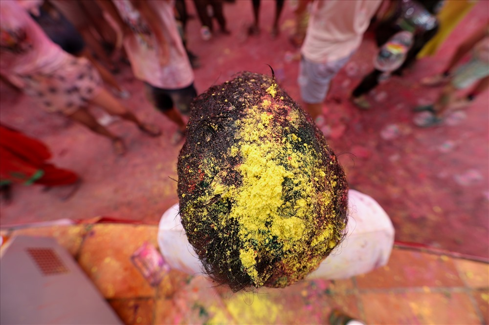 Lễ hội thu hút đông đảo người tham dự, từ trẻ em, các bạn sinh viên cho đến những người nước ngoài yêu văn hóa Ấn Độ tại Hà Nội.