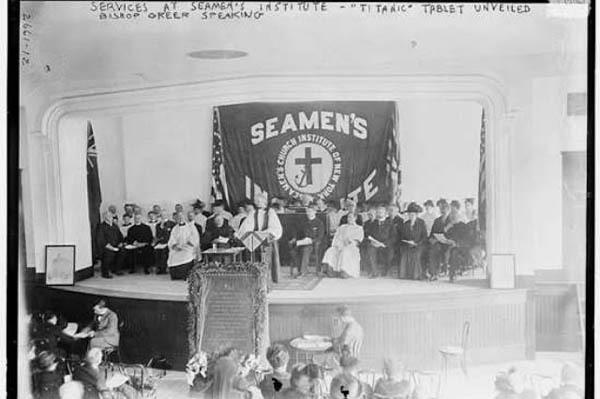 Dịch vụ tang lễ diễn ra tại Học viện Giáo hội Seamen, New York.