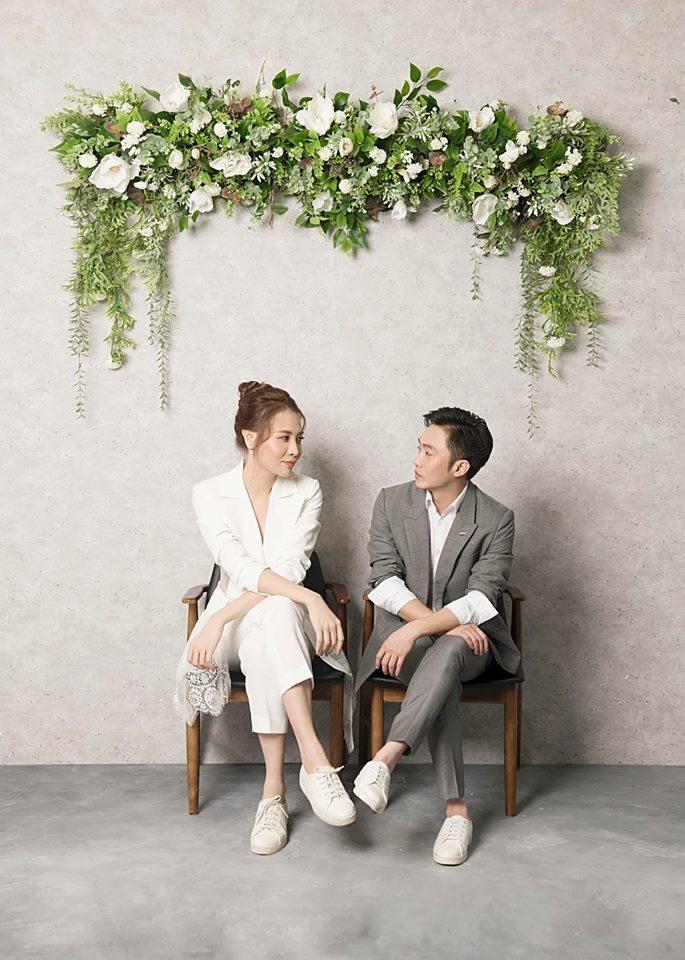 Đàm Thu Trang và doanh nhân Nguyễn Quốc Cường công khai yêu nhau từ tháng 9 năm 2017. Hơn 1 năm gắn bó, cả hai đã tổ chức lễ ăn hỏi vào tháng 1.2019.
