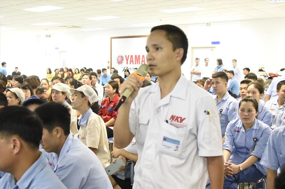 Đại diện CNLĐ nêu kiến nghị với lãnh đạo UBND TP.Hà Nội. Ảnh: Công Nguyễn