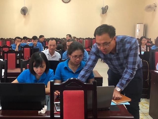 Hướng dẫn học viên sử dụng phần mềm quản lý đoàn viên CĐ.