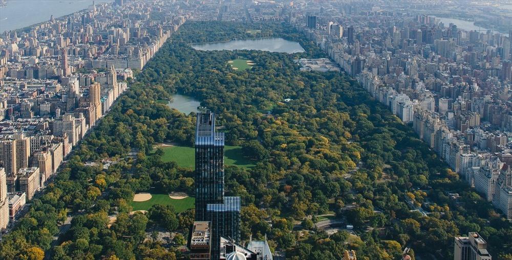 New York, Mỹ  New York là quê hương của những địa điểm mang tính biểu tượng nhất thế giới như Công viên trung tâm và quảng trường Thời đại. New York còn là thành phố đông dân cư nhất nước Mỹ. Bức ảnh này cho thấy Công viên trung tâm rộng lớn đến mức nào, đặc biệt là đối với một thành phố đông đúc chật chội.