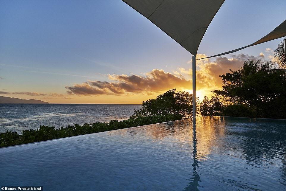 Khu nghỉ dưỡng đắt đỏ nhất này luôn có những không gian hướng thẳng về phía mặt biển Sulu.