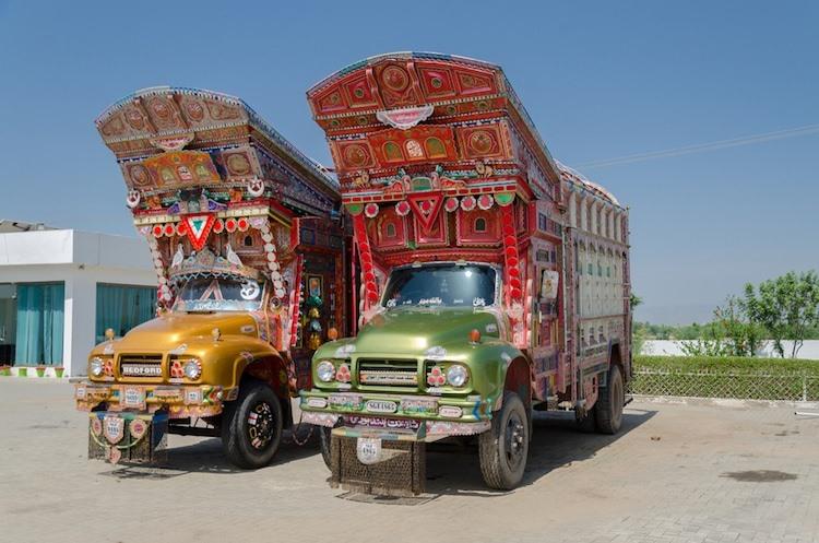 """Những chiếc xe tải Taj của người dân Pakistan có hình dạng khá """"dị""""."""