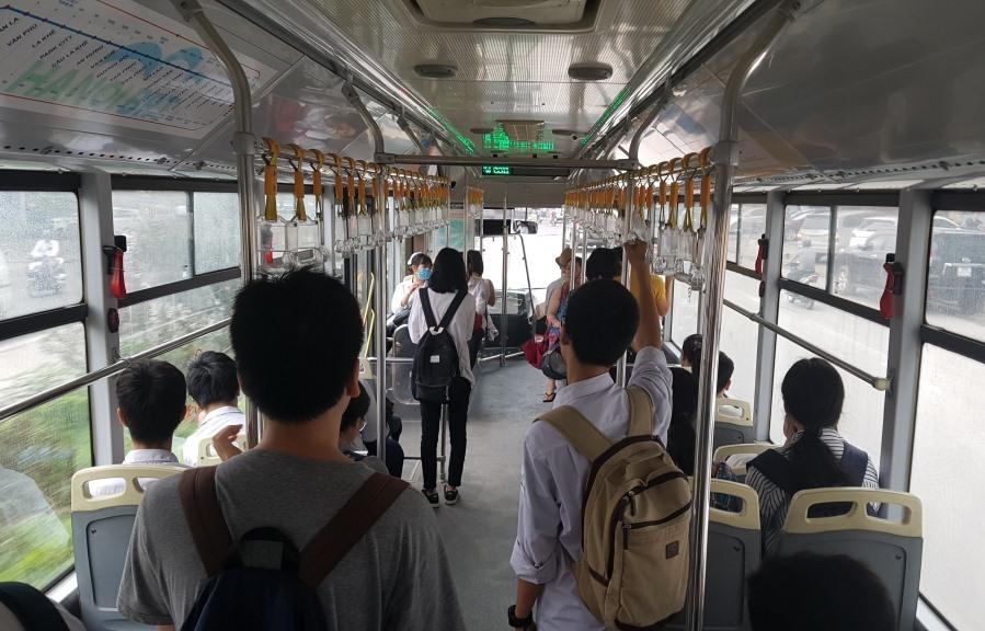 Xe buýt BRT luôn vắng khách. Ảnh: PHẠM ĐÔNG