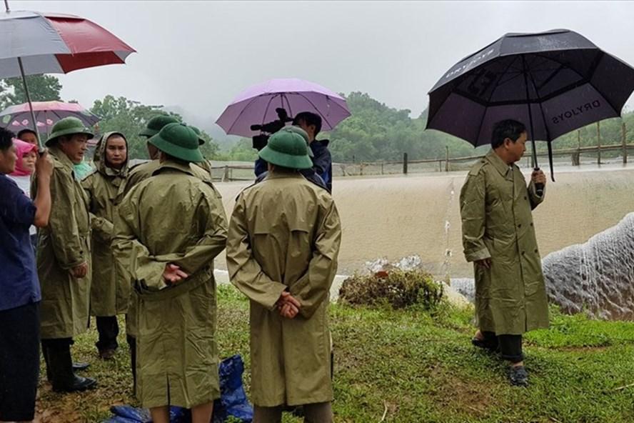 BCĐ Trung ương PCTT cử đoàn công tác lên Hòa Bình kiểm tra, chỉ đạo công tác ứng phó với lũ lụt, xả lũ ở Hòa Bình. Ảnh: BCĐ