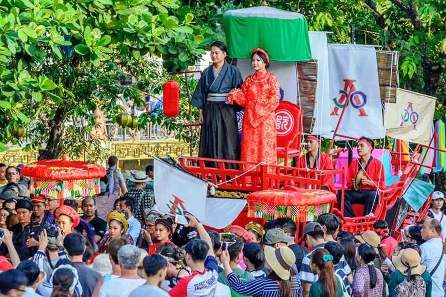 Lễ rước tái hiện đám cưới của Công nữ Ngọc Hoa tại Hội An hồi tháng 8.2017. Ảnh: LP