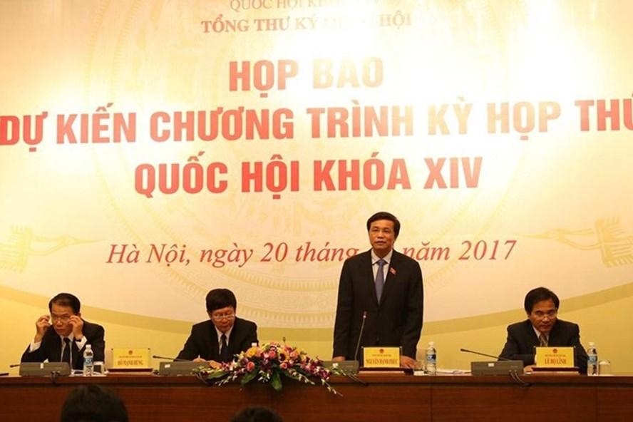 Tổng thư ký Quốc hội Nguyễn Hạnh Phúc phát biểu tại họp báo.