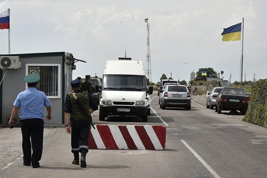 Một công dân Ukraina mang vũ khí đã tìm cách vượt biên trái phép. Ảnh: Sputnik