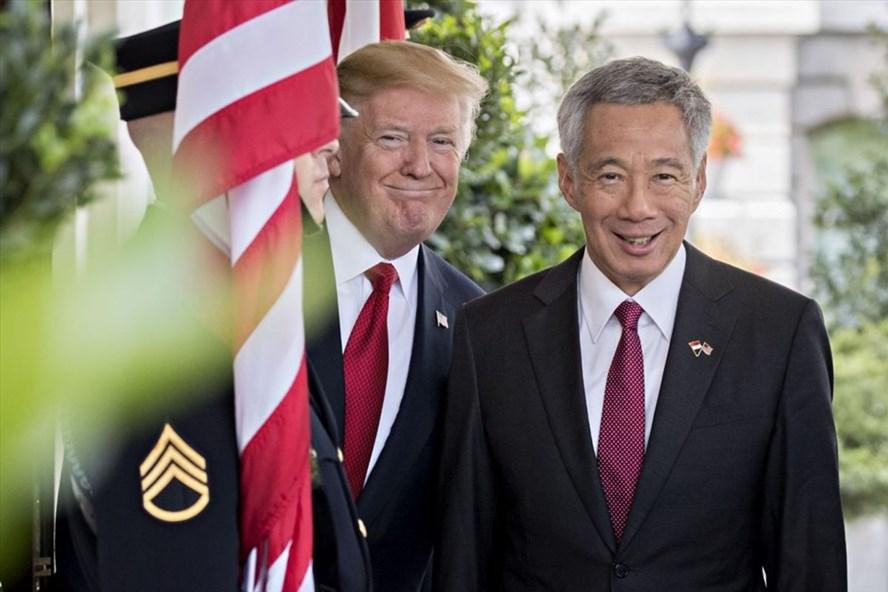 Thủ tướng Singapore Lý Hiển Long và Tổng thống Mỹ Donald Trump. Ảnh: Bloomberg