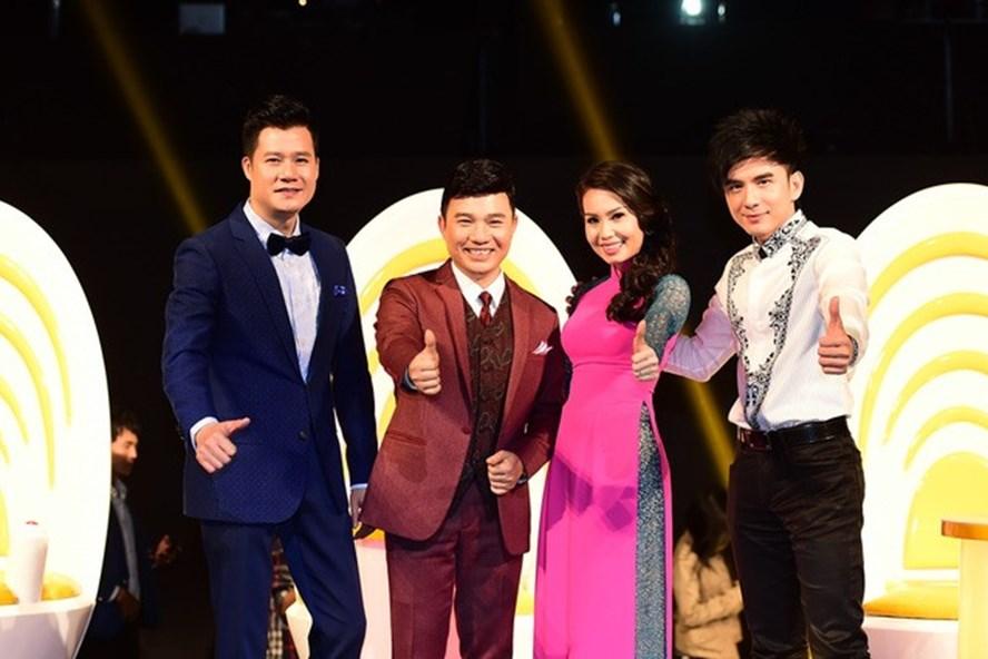 """Cuộc thi """"Thần tượng Bolero"""" phát sóng trên VTV3 với bộ tứ giám khảo Quang Linh, Quang Dũng, Cẩm Linh và Đan Trường đã thu hút hơn 40.000 thí sinh tham dự (ảnh: giaidinh.net)"""