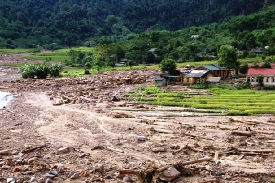 Cánh đồng bản Hằng, xã Yên Khương, huyện Lang Chánh, Thanh Hoá bị lũ cuốn tan hoang.