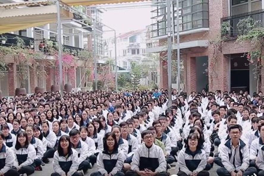 Học sinh Trường THPT Lương Thế Vinh đều phải tuân thủ những nội quy nghiêm ngặt của nhà trường. Ảnh: Kênh 14