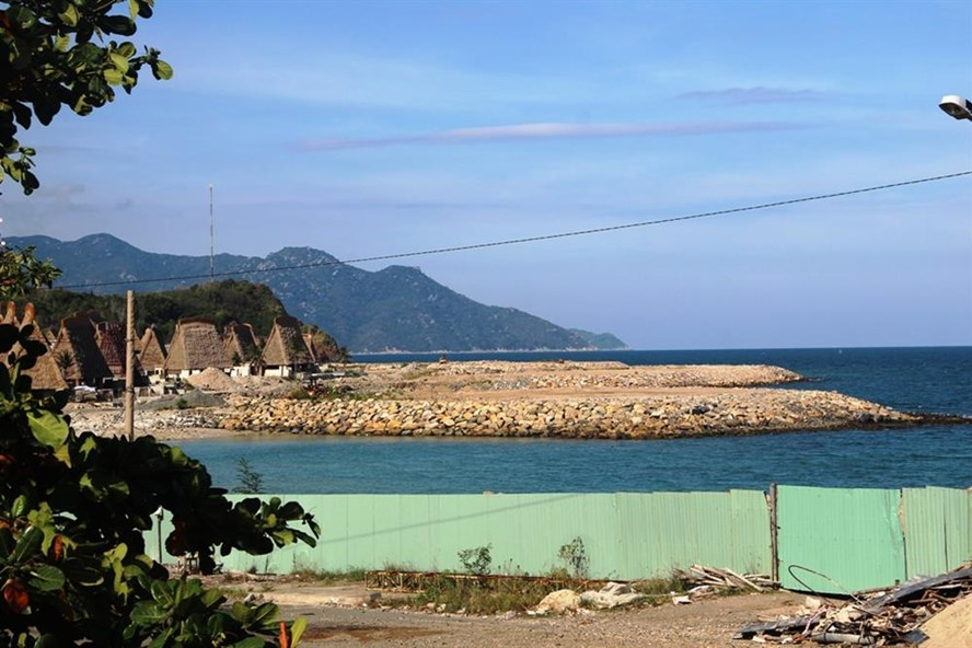 Dự án dự án khu nghỉ dưỡng Champarama Resort & Spađổ đất lấn vịnh Nha Trang với diện tích hơn 17 nghìn m2. Ảnh: PV