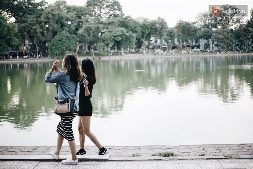 Hà Nội và Bắc Bộ đã vào đông được 1 tuần, nhưng thời tiết vẫn oi bức và nắng nóng. Ảnh minh họa: PV