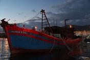 Đà Nẵng: Một tàu cá bỗng dưng bốc cháy tại cảng Mân Quang