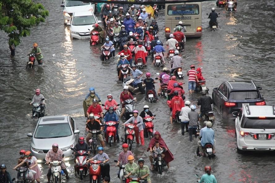 Bão số 14 gây mưa lớn kết hợp triều cường có nguy cơ khiến TPHCM ngập nặng.  Ảnh: M.Q