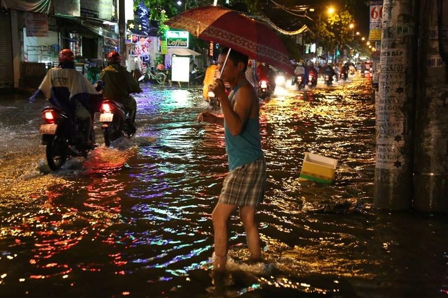 Đường Cây Trâm (quận Gò Vấp) ngập nặng trong một trận mưa. Ảnh: T.S