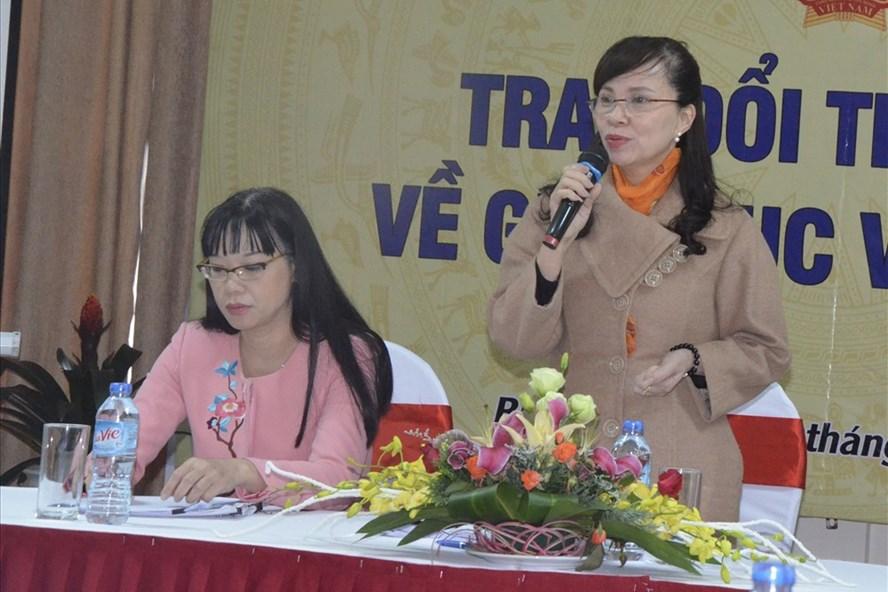 Bà Nguyễn Thị Kim Phụng – Vụ trưởng Vụ Giáo dục Đại học thông tin tại buổi họp. Ảnh: Huyên Nguyễn