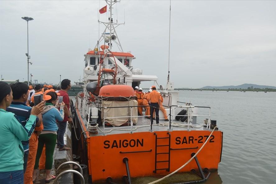 Việc tìm kiếm các ngư dân mất tích vẫn đang diễn ra