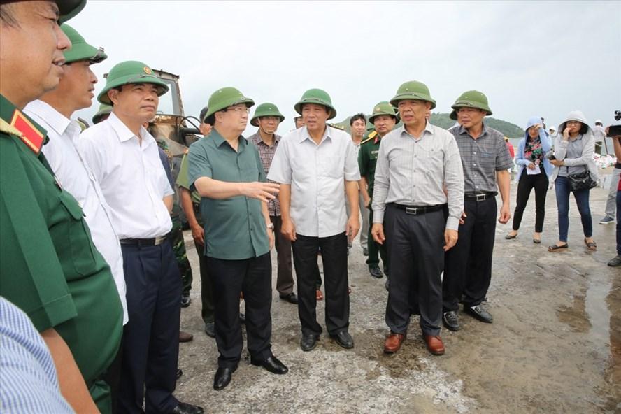 Phó Thủ tướng Trịnh Đình Dũng trực tiếp chỉ đạo công tác phòng chống bão số 10 tại Quảng Bình. Ảnh: VGP
